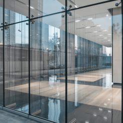 Fabrication transformation façonnage du verre et de l'aluminium Nice 06 Alpes Maritimes Négoce, transformation et façonnage verre et aluminium Produits verriers et aluminium sur mesure Produits haut de gamme destiné aux pros